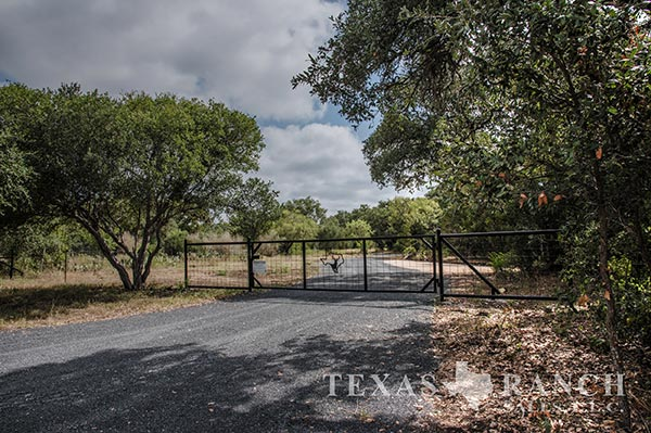 Ranch real estate image 100 acres Medina County
