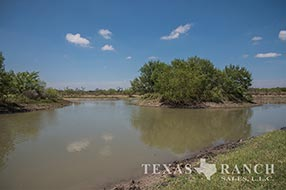 Live water ranch 1442 acres, Maverick county image 1